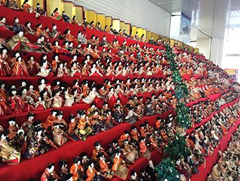 海南駅の雛人形